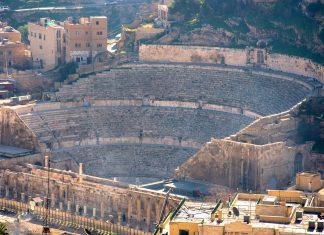 Das römische Amphitheater im Osten von Amman entstand im 2. Jahrhundert nach Christus und ist bis heute noch erstaunlich gut erhalten, Jordanien - © flog / franks-travelbox