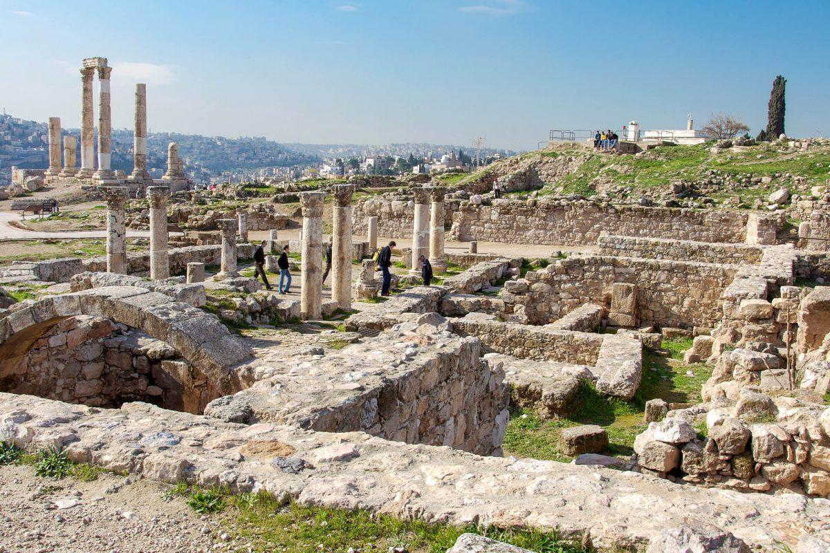 Der Großteil der Bauten auf dem Zitadellenhügel von Amman geht auf die römische, byzantinische und umayyadische Zeit zurück, Jordanien - © flog / franks-travelbox