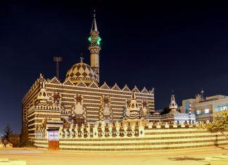 Die Abu Darwisch Moschee in Amman ist aufgrund ihres markanten Erscheinungsbildes eine der bekanntesten Moscheen von Jordanien - © VLADJ55 / Shutterstock
