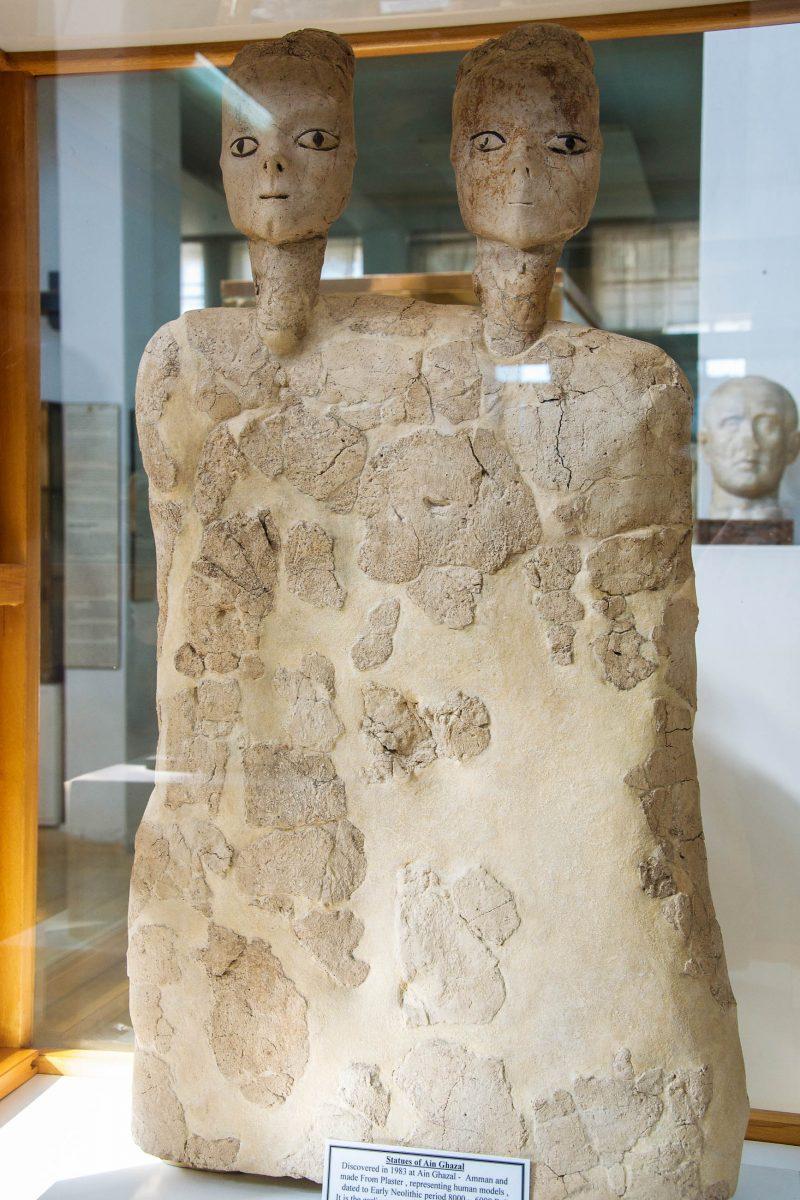 Die Statuen aus Ain Ghazal im archäologischen Museum von Amman sind vermutlich die älteste von Menschen geschaffene Skulptur, Jordanien - © flog / franks-travelbox