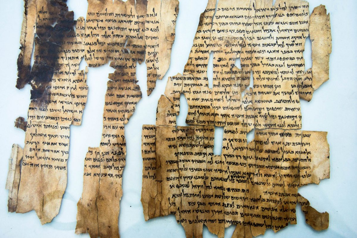 Im archäologischen Museum von Amman sind diverse historische Schriftrollen ausgestellt, die 1952 am Toten Meer gefunden wurden, Jordanien - © flog / franks-travelbox