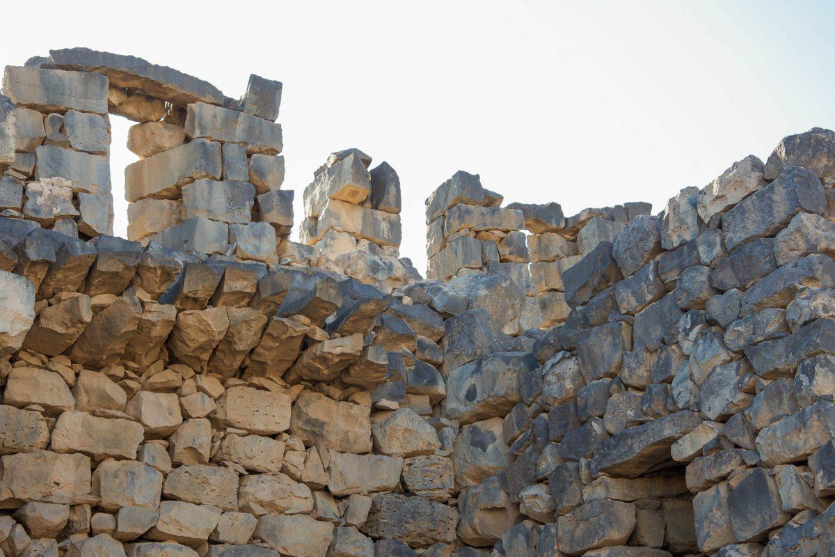 Aus schwarzem Basalt erbaut wirkt das Wüstenschloss Qasr al-Azraq noch dazu irgendwie düster und unheimlich, Jordanien - © flog / franks-travelbox