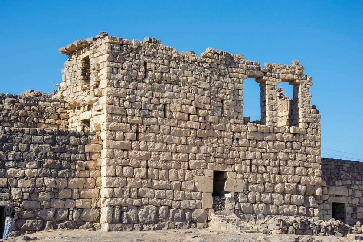 Das Qasr al-Azraq im Westen von Jordanien wurde vermutlich von den Römern errichtet, die Azraq um 300 nach Christus von den Nabatäern eroberten - © flog / franks-travelbox