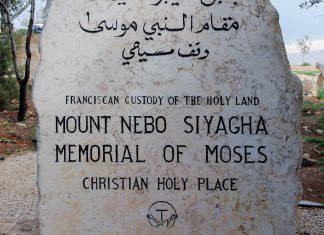 Gedenkstein auf dem Berg Nebo in Jordanien, von dem aus Moses einst das für die Israeliten von Gott vorgesehene Land erblickte - © flog / franks-travelbox