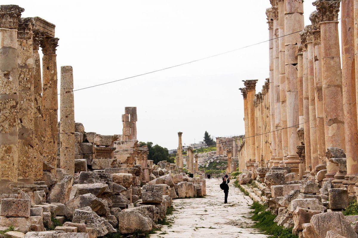 Auf den Straßen von Gerasa in Norden Jordaniens wandelten schon Alexander der Große und der römische Kaiser Hadrian - © flog / franks-travelbox