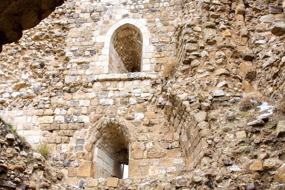 Die grob gearbeiteten Mauern der Kreuzritter sind in der Burg von Kerak leicht von den feiner behauenen Blöcken der Araber zu unterscheiden, Jordanien - © flog / franks-travelbox