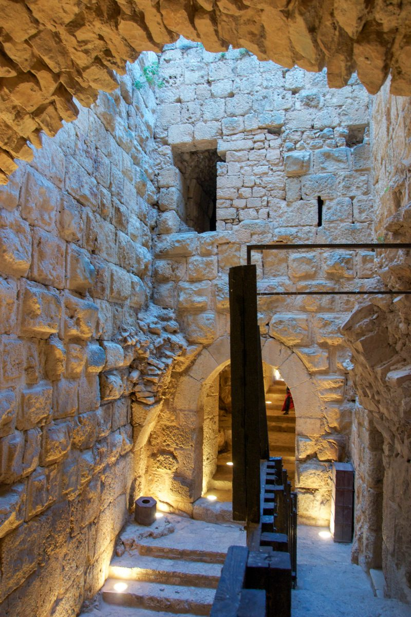Nach Zerstörungen durch zwei Erdbeben wurde die Festung von Ajlun renoviert und ist nun für Besucher zugänglich, Jordanien - © flog / franks-travelbox