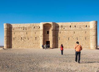 Von den eindrucksvollen Wüstenschlössern Jordaniens ist das Qasr Kharana das bekannteste und meistbesuchte - © flog / franks-travelbox
