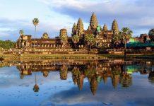 Die gesamte Anlage von Angkor Wat misst eine Fläche von gut 1.000 mal 1.000 Meter und wird von einem knapp 200 Meter breiten Wassergraben umschlossen, Kambodscha - © ckchiu / Shutterstock