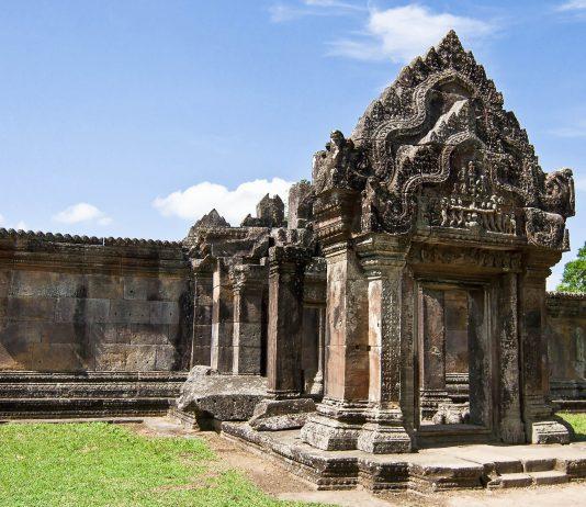 Der Preah Vihear Tempel im Nordosten Kambodschas ist ein spektakuläres Beispiel der Khmer-Architektur - © Artist1704 / Shutterstock