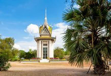 Gedenkturm an die schrecklichen Hinrichtungen des Pol Pot Regimes bei den Killing Fields bei Choeung Ek, Kambodscha - © Digitalpress / Fotolia