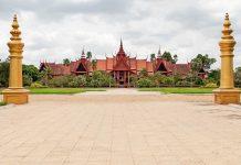 Das Nationalmuseum in Phnom Penh liegt direkt neben dem Königspalast und zählt zu den wichtigsten Sehenswürdigkeiten in der Stadt, Kambodscha  - © Digitalpress / Fotolia