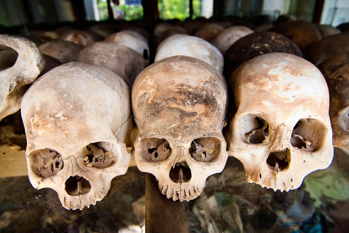 Totenköpfe von Folteropfern in den Killing Fields von Kambodscha - © wdeon / Fotolia