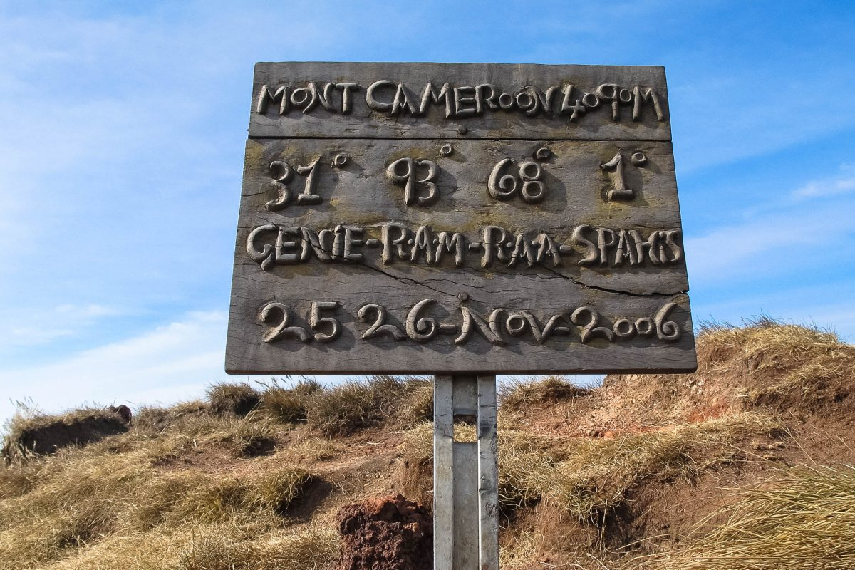 Schild am Sommet du Mont Cameroun, Kamerun - © Frida&Diego / Fotolia