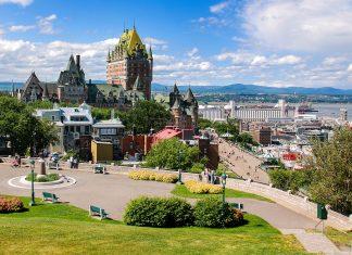 Blick auf das historische Stadtviertel von Quebec und das Hotel Château Frontenac, Quebec, Kanada - © meunierd / Shutterstock