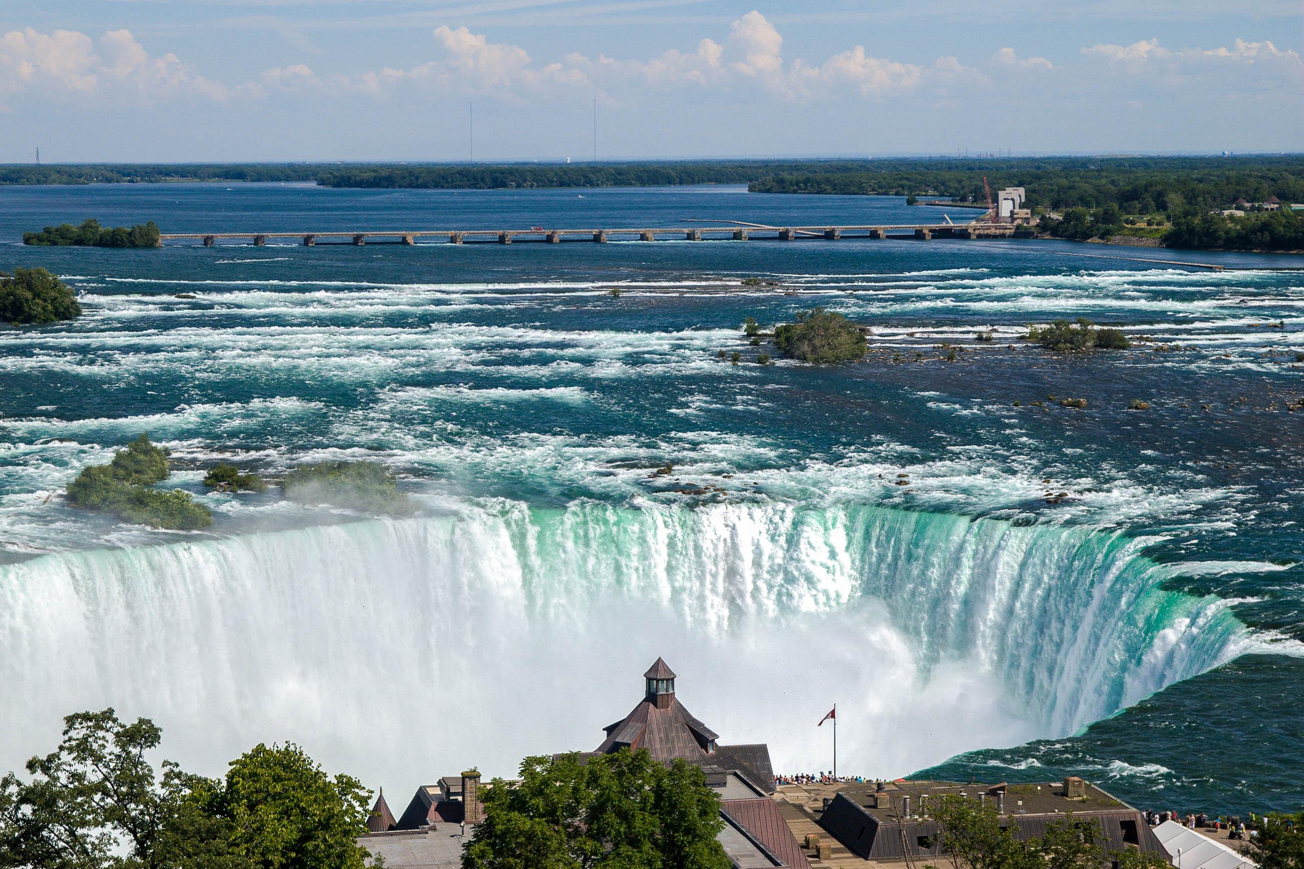 Blick vom Skylon-Tower von der kanadischen Seite auf die Niagara-Fälle, Kanada/USA - © James Camel / franks-travelbox