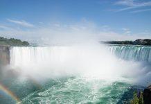 Die Niagara Fälle von der kanadischen Seite aus gesehen, Ontario, Kanada - © James Camel / franks-travelbox