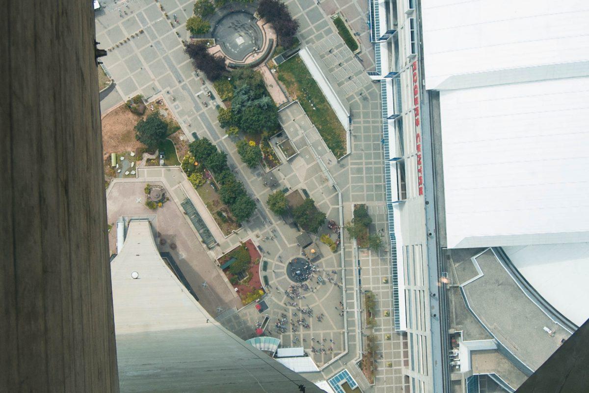 Blick durch den Glasboden des CN-Towers in die Tiefe, Toronto, Kanada - © James Camel / franks-travelbox