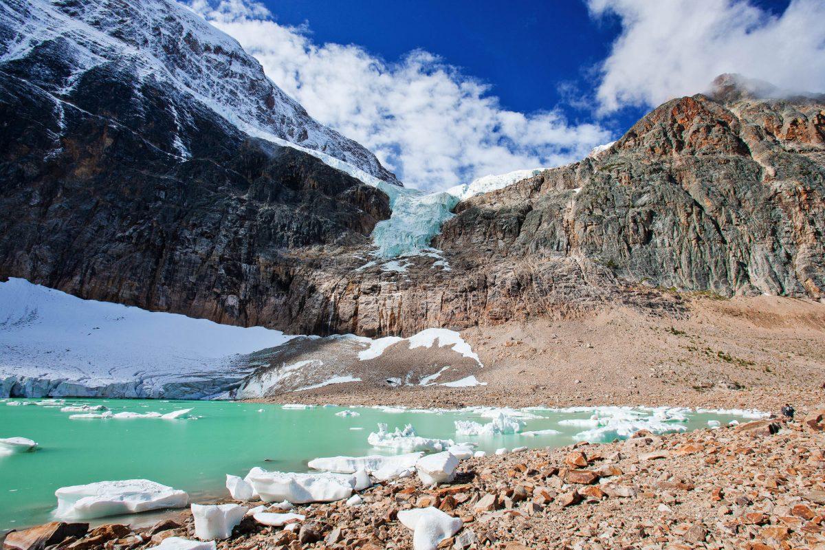 Vom Columbia-Eisfeld im Jasper Nationalpark fließt das Wasser in drei verschiedene Ozeane, Kanada - © LaiQuocAnh / Shutterstock