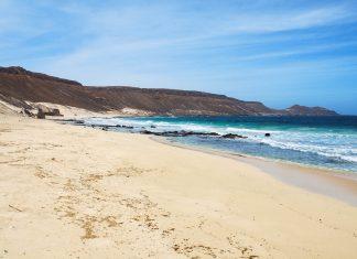 330 Sonnentage im Jahr und riesige Urlaubsstrände bieten auf der Insel Sal ein Eldorado für Sonnenanbeter, Kap Verde - © Piotr G / Shutterstock