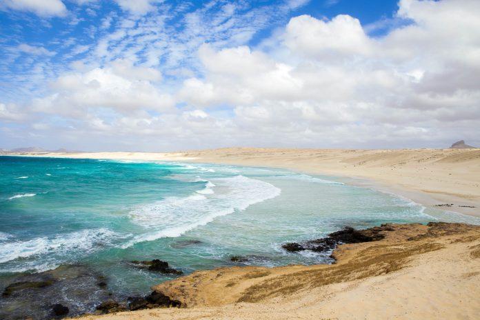 Boa Vista bietet 55km traumhafte Strände, die nahezu nahtlos ineinander übergehen, Kap Verde - © Sabino Parente / Shutterstock