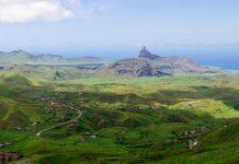 Das Hinterland von Santiago ist eine Wunderwelt aus grün bewachsenen Gebirgsregionen, Kap Verde - © Alexander Manykin / Shutterstock