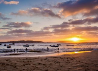 Die Strände auf Boa Vista sind die größten und schönsten der Kap Verden - © Axel Lauer / Shutterstock