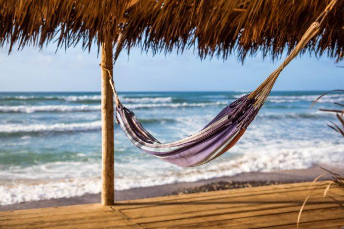 Die Wüsteninsel Boa Vista der Kap Verden kann mit verschlafenen Ortschaften und traumhaften Stränden aufwarten - © Axel Lauer / Shutterstock