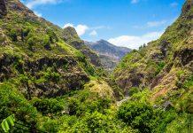 Imposante Steilhänge, schroffe Gipfel und zerklüftete Schluchten prägen die atemberaubende Landschaft von Santo Antão, Kap Verden - © Susana_Martins / Shutterstock