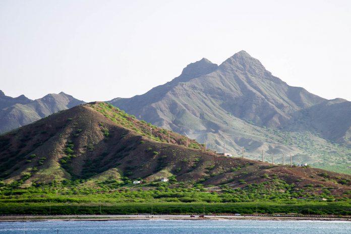 In der scheinbar kargen Landschaft auf São Vicente hat sich das Kulturzentrum der Kap Verden entwickelt - © ankiro / Shutterstock