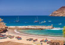 Malerische Szenerie im idyllischen Hafen von Santiago, Kap Verde - © Axel Lauer / Shutterstock