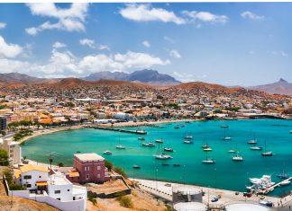 Mindelo auf der Insel São Vicente ist heimliche Hauptstadt und kultureller Mittelpunkt der Kap Verden - © Frank Bach / Shutterstock