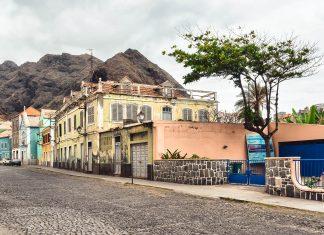 Ribeira Grande ist die Hauptstadt der Insel Santo Antão auf den Kap Verden und touristisch noch kaum erschlossen - © Frank Bach / Shutterstock