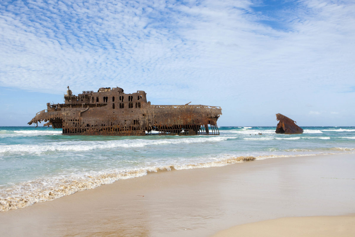 Das berühmte Schiffswrack der Cabo Santa Maria am Praia do Sobrado von Boa Vista, Kap Verde - © Sabino Parente / Shutterstock