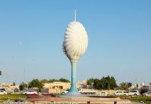 Die Perlenskulptur eines Kreisverkehrs in al-Wakra erinnert heute noch an die Perlentaucher-Vergangenheit der Stadt, Katar - © Philip Lange / Shutterstock