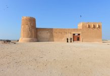 Das kolossale Bollwerk der Festung Zubara bietet schon von weitem einen eindrucksvollen Anblick, an drei Ecken befindet sich je ein mächtiger Rundturm, Katar - © FRASHO / franks-travelbox