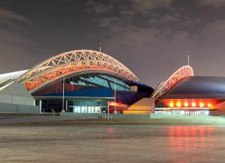 Die futuristisch anmutende Aspire Dome in der Aspire Zone in Katar ist die größte Mehrzweckhalle der Welt und bietet Raum und Ausstattung für 13 verschiedene Sportarten - © Philip Lange / Shutterstock