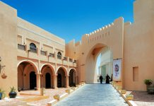Wunderschöne Architektur in Katara, dem Kulturviertel Dohas, Katar - © Sophie James / Shutterstock
