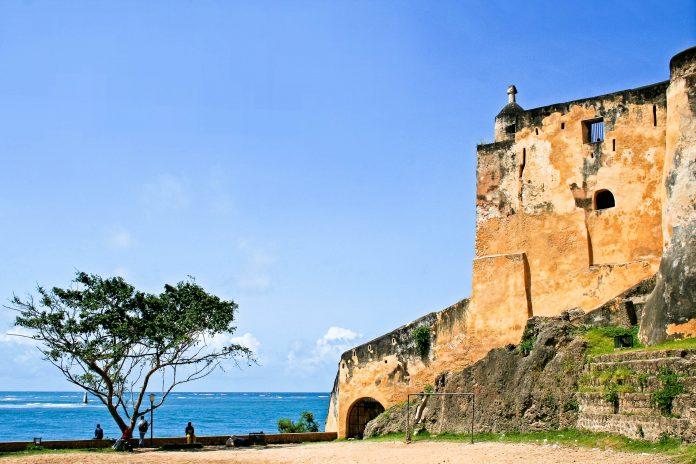 Das Fort Jesus im kenianischen Mombasa an der Küste des Indischen Ozeans bewachte im 16. Jahrhundert die Zufahrt zu Kenias größter und wichtigster Hafenstadt - © wiw / Fotolia