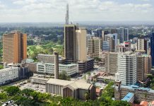 Die Holy-Family-Cathedral vor der Skyline von Nairobi, Hauptstadt von Kenia - © Natalia Pushchina / Shutterstock