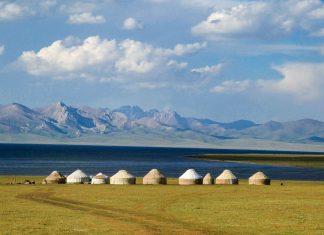 """Am Son Kul See im Inneren Tian Shan Gebirge im Herzen von Kirgistan leben Nomaden bis heute im Einklang mit der Natur - © """"Travel Experts"""" Kyrgyzstan"""