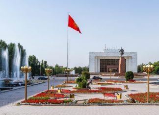 Der Ala Too Platz im Zentrum von Bishkek, Kirgistan, wurde 1984 zum 60. Jahrestag der ASSR Kirgisien eingeweiht  - © Milosz_M / Shutterstock