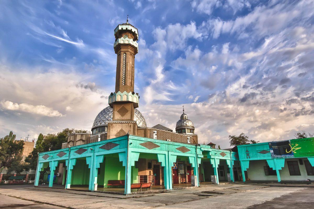 Die Moschee Gogolja in der Hauptstadt Bishkek ist die größte und wichtigste Moschee von Kirgistan - © Nikita Maykov / Shutterstock