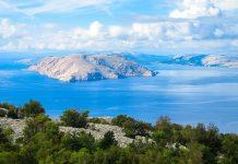 Blick von der Küste kurz nach der Stadt Senj auf die Insel Krk, Kroatien - © FRASHO / franks-travelbox