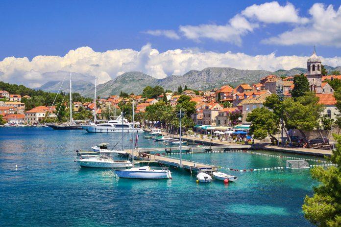 Der zauberhafte Urlaubsort Cavtat im äußersten Süden von Kroatien bietet neben perfekten Badebedingungen auch an Land zahlreiche Schätze - © lukaszimilena / Shutterstock