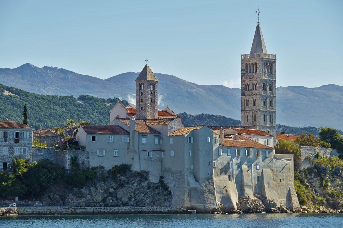 Das Kloster Sv. Andrija in Rab Stadt, Kroatien, ist vermutlich das älteste erhaltene Benediktiner-Kloster in der Umgebung - © Risto Kostovski / Shutterstock