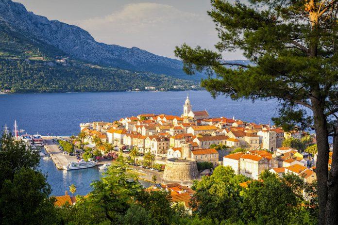 Das malerische Korcula ganz im Osten der gleichnamigen Insel bietet Kroatien-Urlaubern eine traumhafte Urlaubsatmosphäre - ©  lukaszimilena / Shutterstock