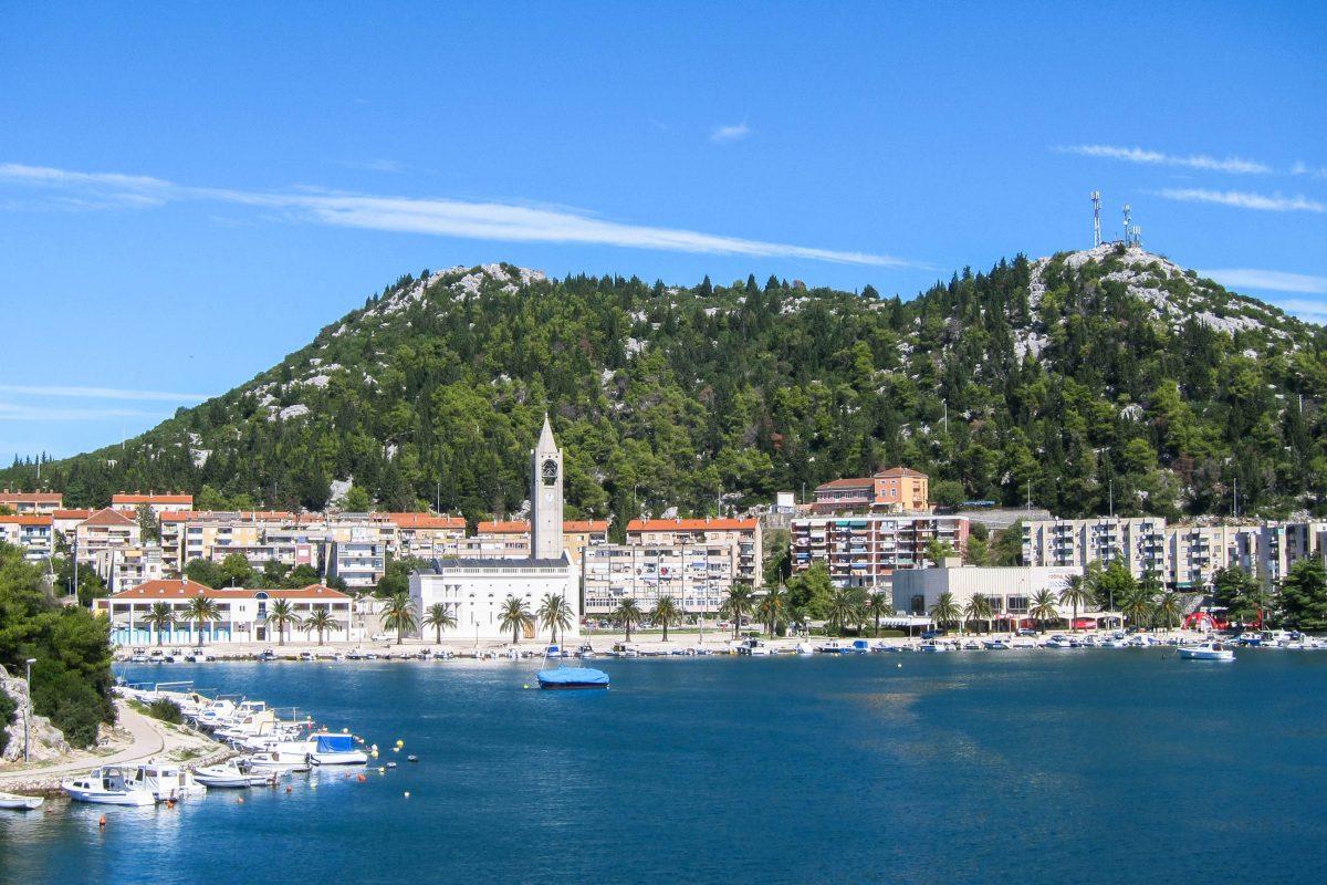 Das Stadtgebiet von Ploče breitet sich von der Adria bis ans Ufer der Neretva und an die Birina-Seen aus, was Ploče einen ganz besonderen Flair verleiht, Kroatien - © FRASHO / franks-travelbox