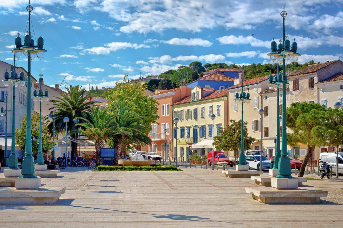 Der einstige Wohlstand der Venezier und Habsburger ist in Mali Lošinj, Kroatien, heute noch deutlich sichtbar - © xbrchx / Shutterstock