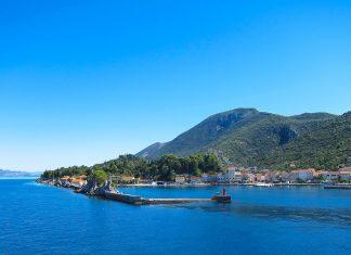 Der Hafen der Ortschaft Trpanj - hier legen die Fähren vom Festland von von Ploče an, Halbinsel Pelješac, Kroatien - © FRASHO / franks-travelbox